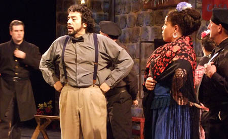 Armando Mora as Julian and Andrea Kiesling as Sena Rita in La verbena de la Paloma